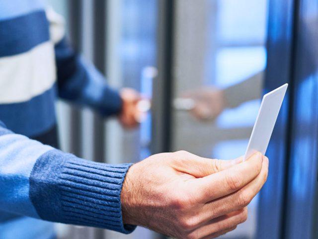 Zutrittskontrollsysteme für Firmen und Privat - geplant und installiert durch protectors